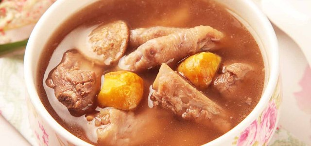 板栗凤爪排骨汤