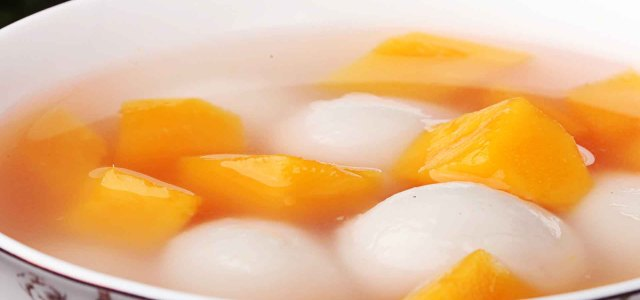 一碗有水果的汤圆哦