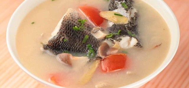 蘑菇炖生鱼