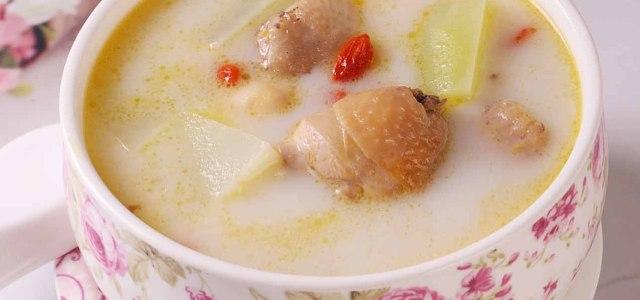 牛奶枸杞莲子百合鸡汤