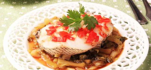 剁椒酸菜蒸鳕鱼