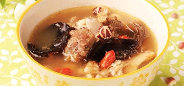 有一道汤叫芡实茯苓筒骨汤