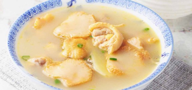 猴头菇与鸡汤的窃窃私语