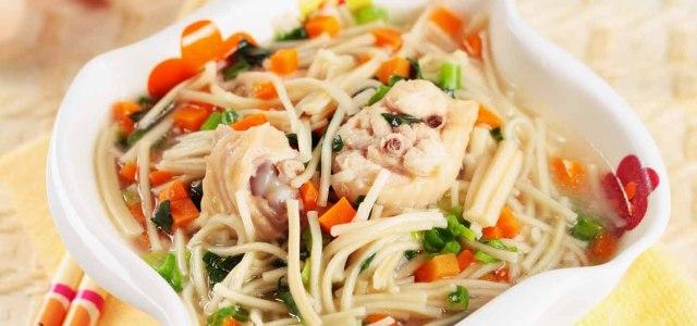 菠菜配鲜汤,面条好好吃