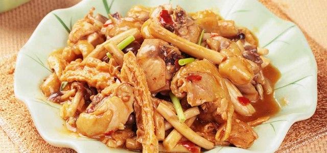 茶树菇腐竹炖鸡肉