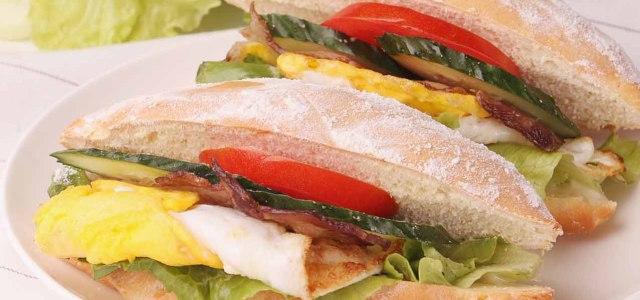 白芝麻培根三明治