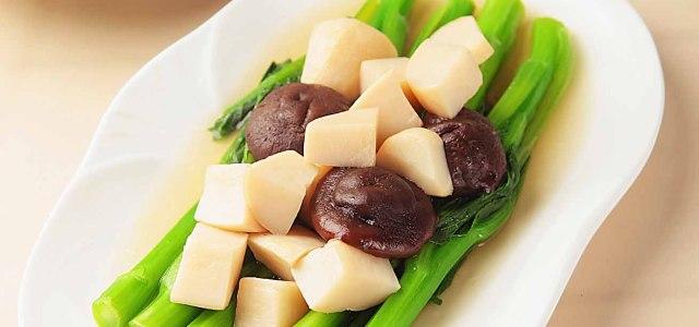黑白菇加绿菜心的美味