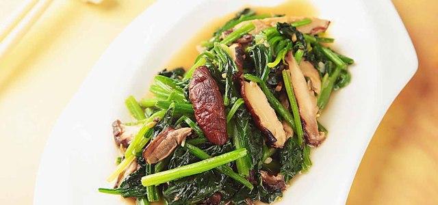 菠菜炒香菇