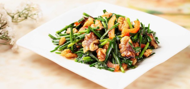 韭菜炒核桃仁
