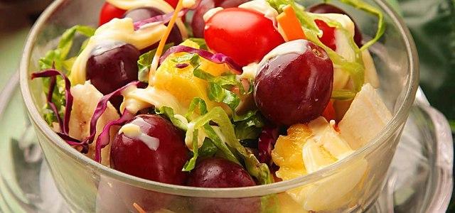 蔬菜水果拌沙拉是绝配