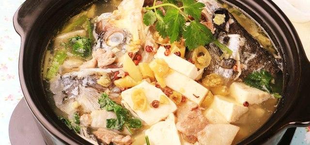 酸汤鱼头火锅