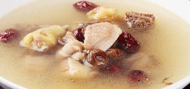 桂圆红枣鸡汤