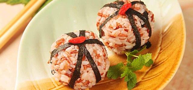 红米海苔肉松饭团