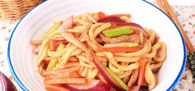 猪肉杂蔬炒面条