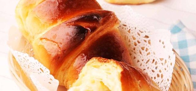 香甜的可颂面包