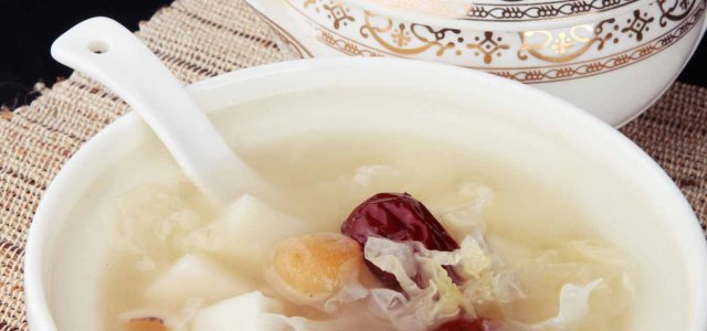 桂圆银耳红枣汤