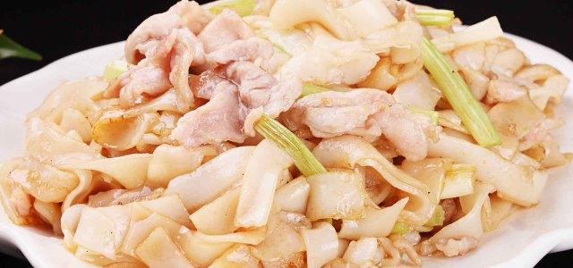 芹菜猪肉炒河粉