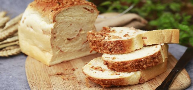 西餐面包有很多种。少吃甜的对健康有好处。试着做款肉松面包吧
