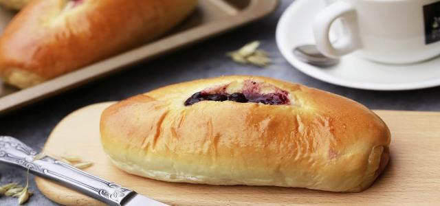 含有酸甜口味的蓝莓面包