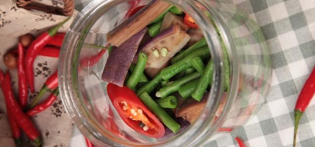 腌三样:辣椒、茄子和豆角