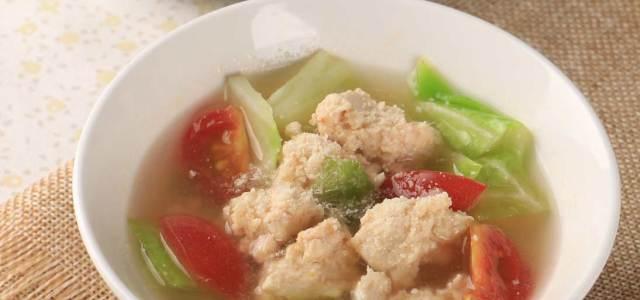 鸡肉卷心菜圣女果汤