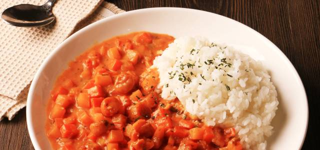 简单咖喱与米饭就是一绝。