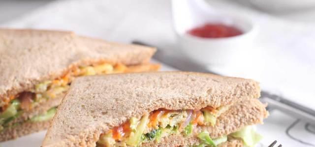 蔬菜烘蛋三明治