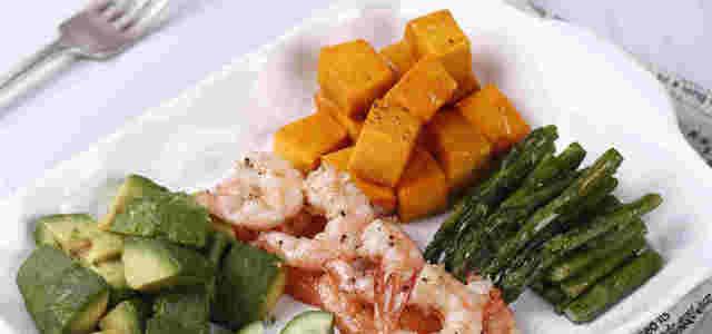鲜虾牛油果烤南瓜芦笋沙拉