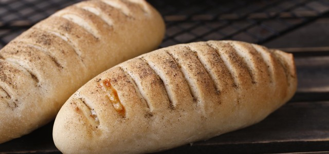 馅料丰富的堡垒面包。