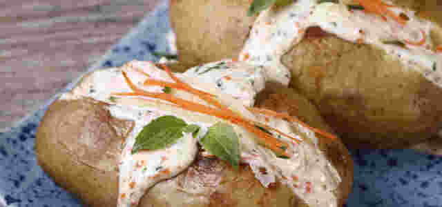 黄瓜沙拉烤土豆