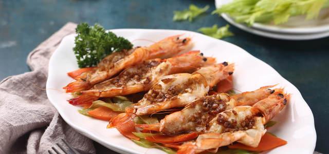 百吃不厌的蒜香烤大虾