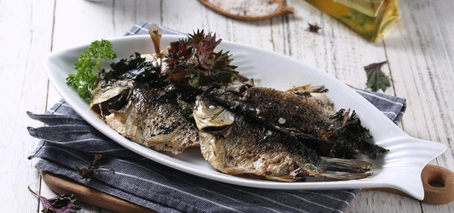 烤鱼加紫苏,健康更美味!