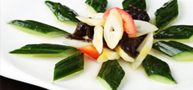 酸笋和黄瓜的组合,清爽还开胃