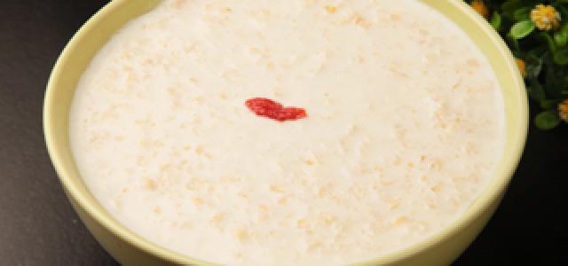奶香十足麦片粥