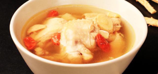 三两半炖鸡汤
